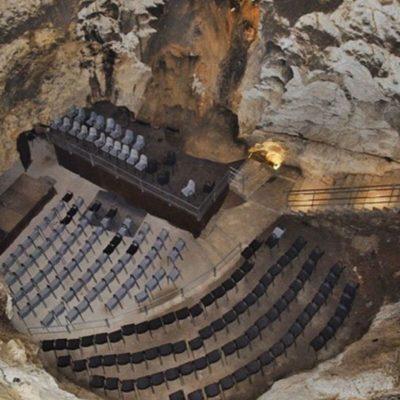 Auditorio del interior de la cuevas de piñar