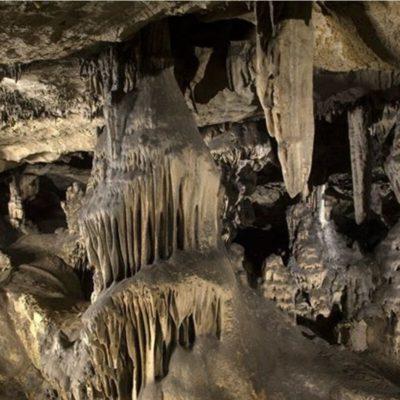 Imagen interior de las cuevas de piñar